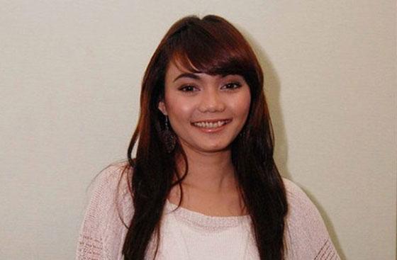 Profil dan biodata lengkap Artis : Rina Nose