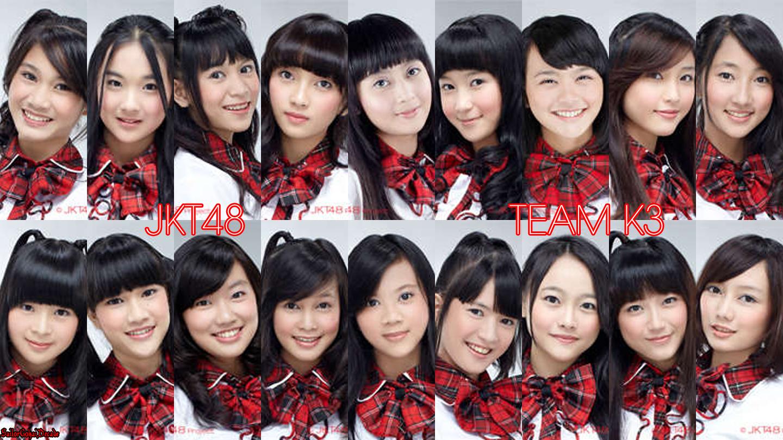 Tonton video tentang girlband Jkt48 Indonesia